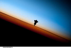 Wallpaper Space Shuttle Endeavour Over Earth