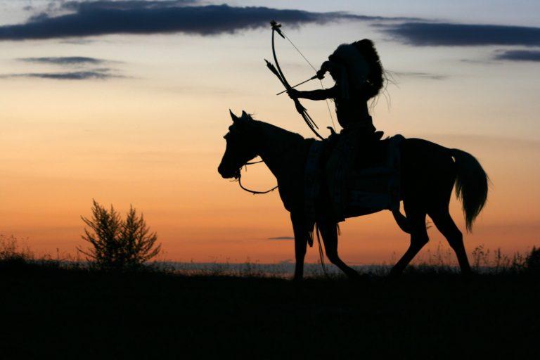 Indianer auf einem Pferd. CC0 bei Pixabay TomaszProszek