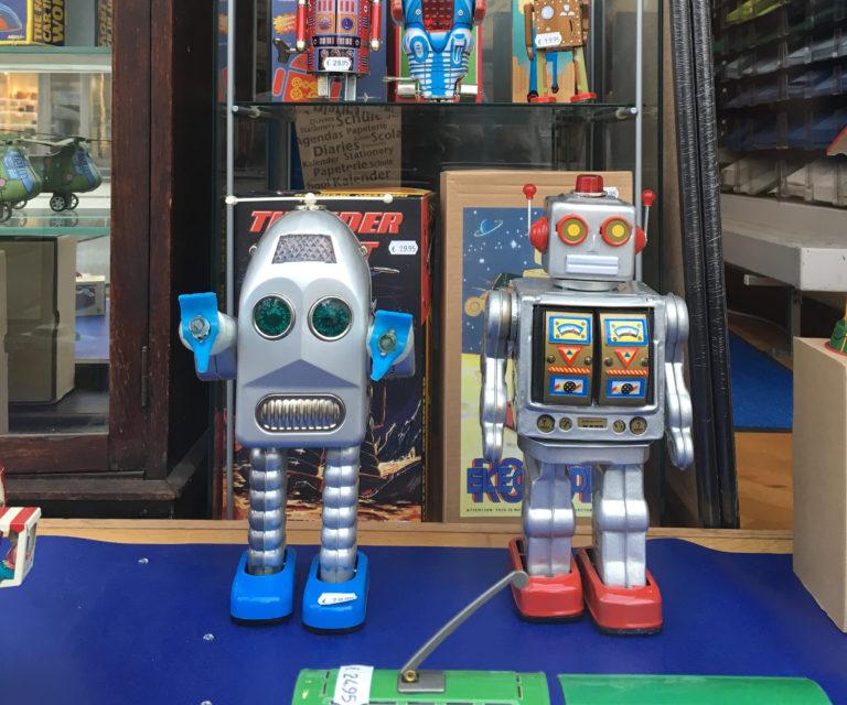 Roboter in einem Spielwarengeschäft