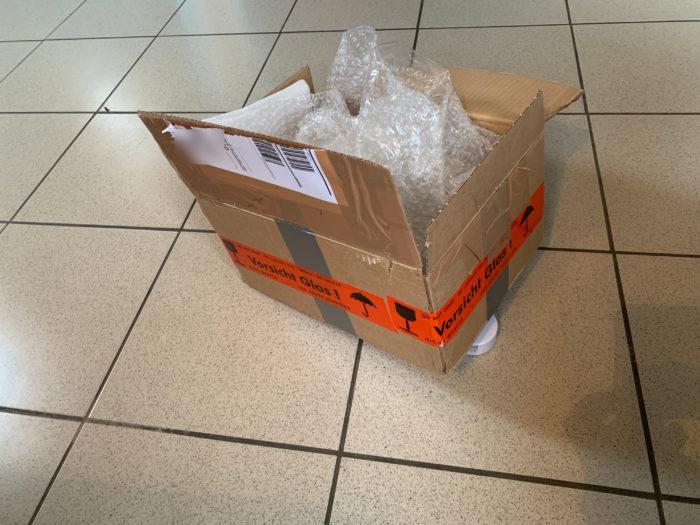 Verpackungsbox eines Thinkpad Helix, Versender auf eBay